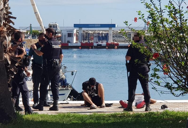 Dos detenidos en el puerto deportivo por intentar robar con violencia varias embarcaciones